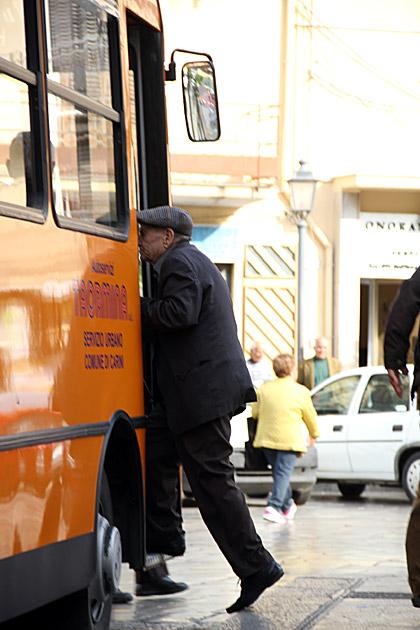 Bus Carini
